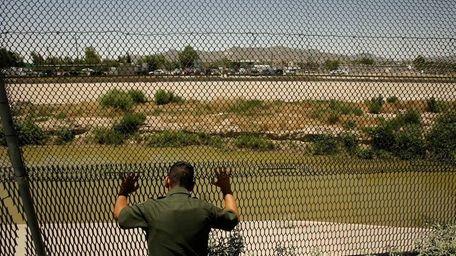 A U.S. Border Patrol agent scans the Rio