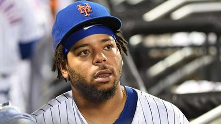 Mets left fielder Dominic Smith heads to the