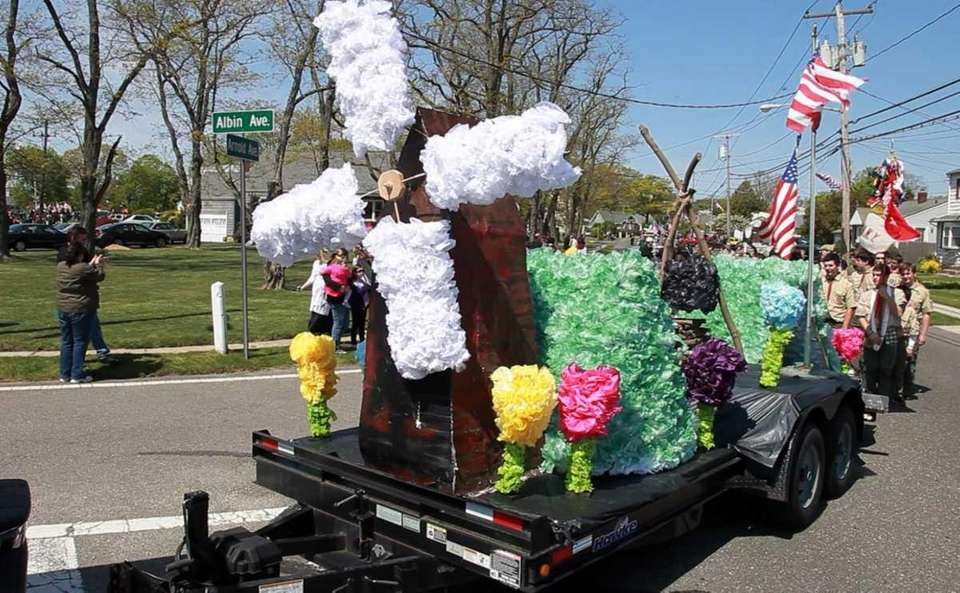 A float is featured in the Tulip Parade