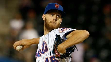 Zack Wheeler #45 of the Mets pitches during