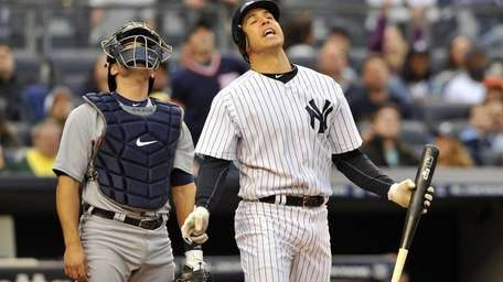 Mark Teixeira reacts to popping out with Alex
