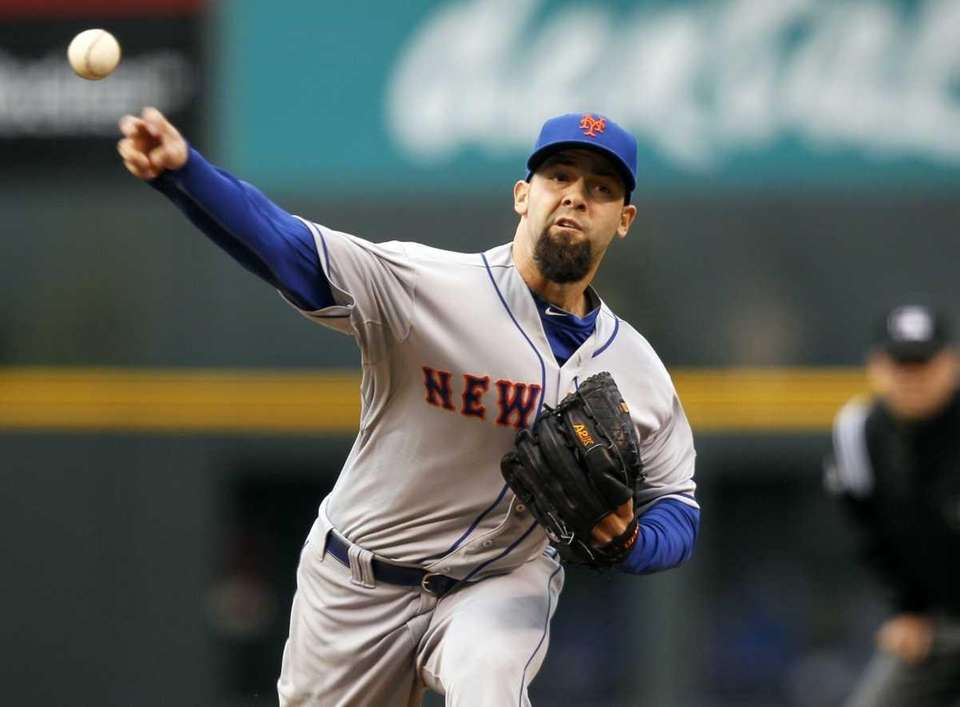 New York Mets starting pitcher Dillon Gee works