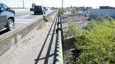 Overpass on the Bronx River Parkway where an