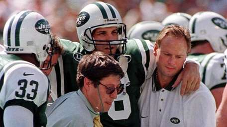 Jets quarterback Vinny Testaverde, second right, is carried