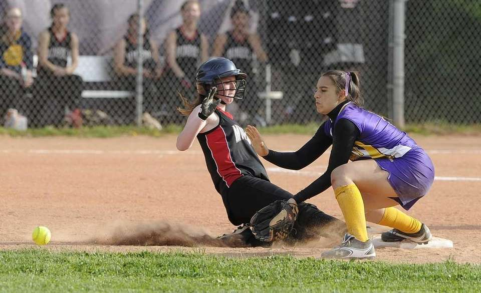 Oyster Bay second baseman Olivia Agostinello waits for