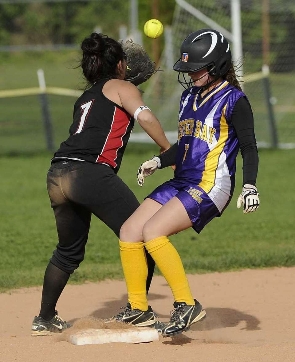 Oyster Bay's Amanda Ricci is safe at second
