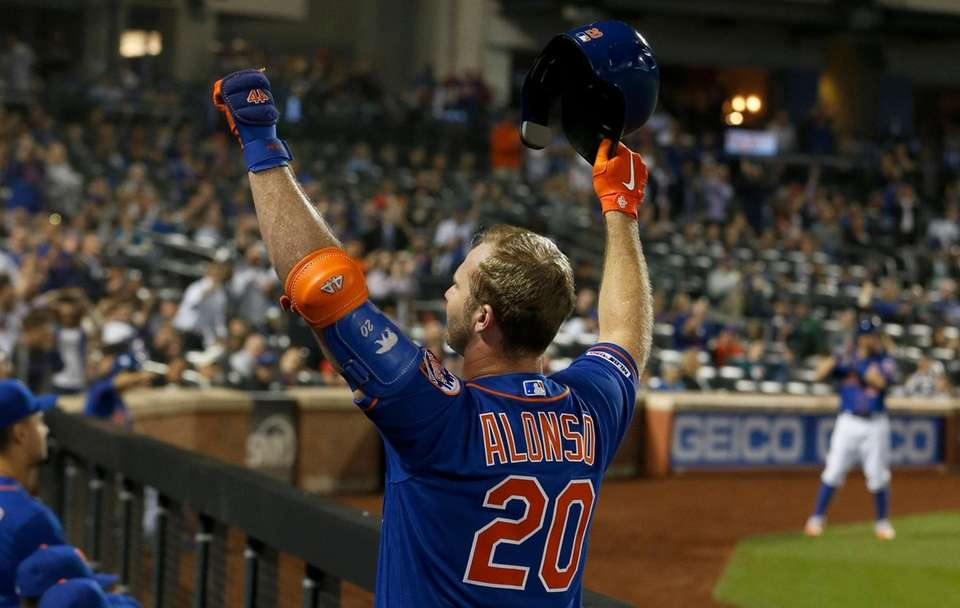 Pete Alonso #20 of the Mets salutes the
