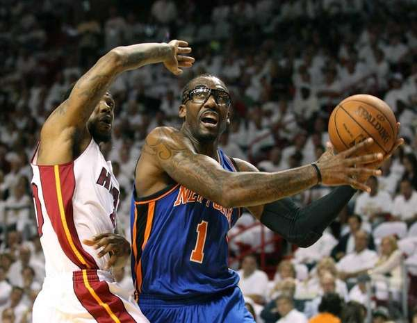 Knicks forward Amar'e Stoudemire, right, is defended by