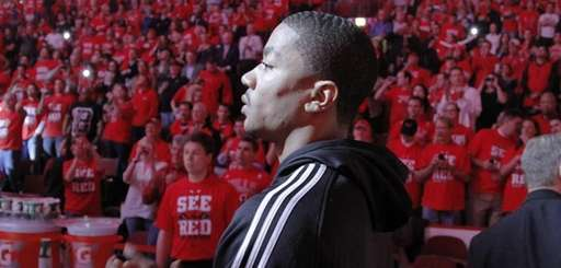 Injured Chicago Bulls star Derrick Rose prepares to