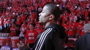 Injured Chicago Bulls star Derrick Rose prepares to