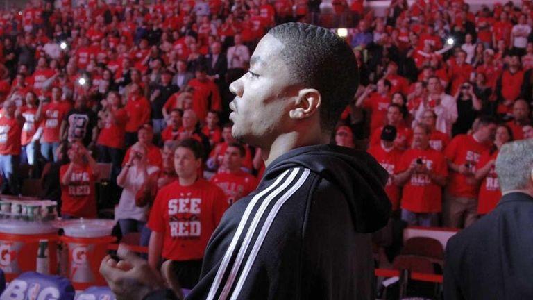 1732541e5b5a Injured Chicago Bulls star Derrick Rose prepares to