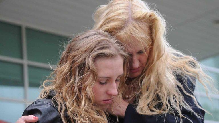 Shannan Gilbert's mother, Mari Gilbert, and sister, Stevie