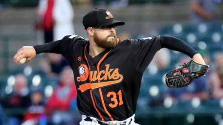 Long Island Ducks starting pitcher Seth Simmons delivers