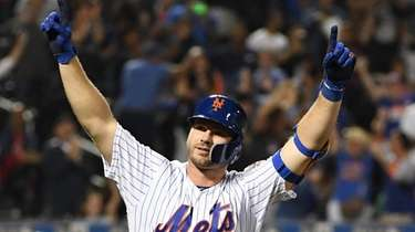 Mets' Pete Alonso reacts after he hits his