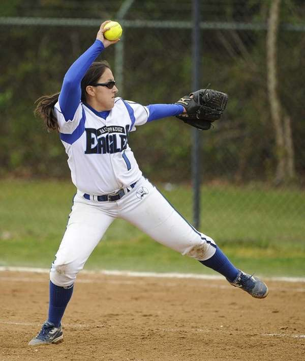 Hauppauge starting pitcher Lauren Buturla delivers to the