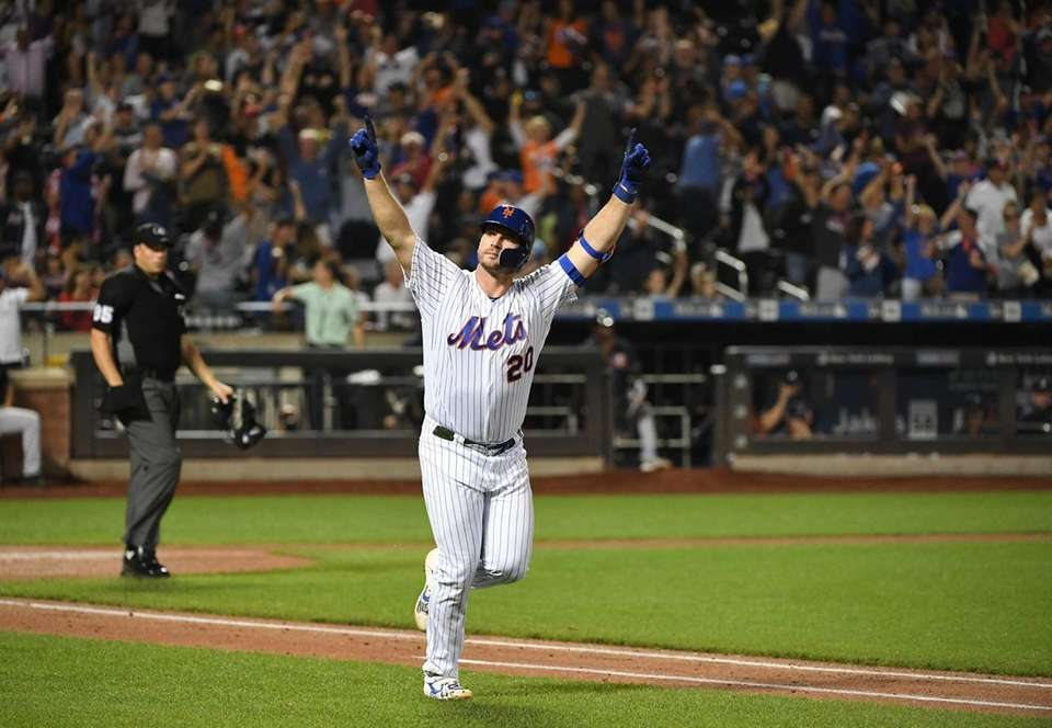 New York Mets' Pete Alonso reacts after he