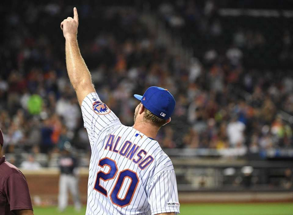 New York Mets' Pete Alonso gestures to fans