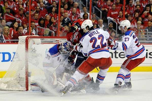 Mike Knuble #22 of the Washington Capitals battles