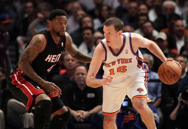 Steve Novak in action against Udonis Haslem of