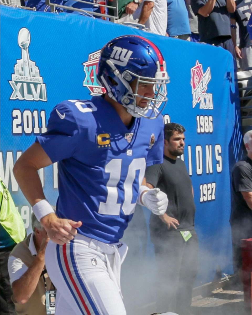 New York Giants quarterback Eli Manning #10 enters