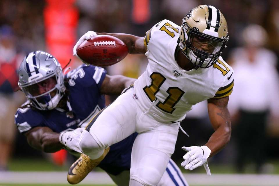 Deonte Harris of the New Orleans Saints runs