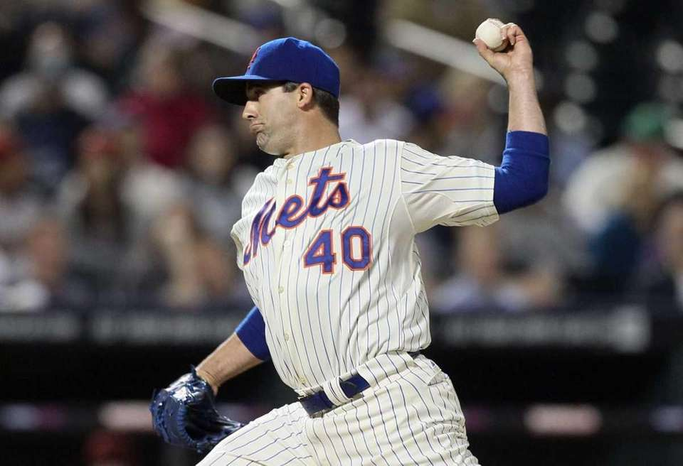 Tim Byrdak #40 of the New York Mets