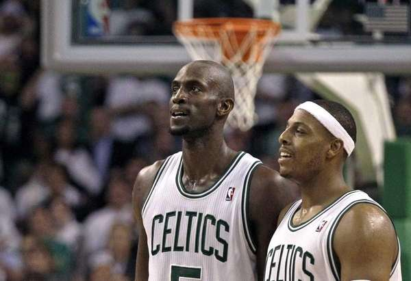 Boston Celtics power forward Kevin Garnett, left, and