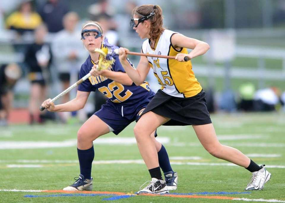 Wantagh's Kaleigh Craig (15) and Northport's Dorrien Van