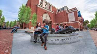 Museum of the American Revolution plaza and building
