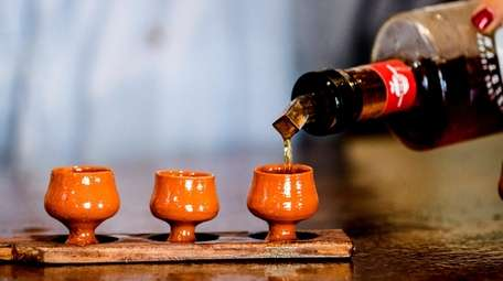A flight of Moonshine is served in Portuguese