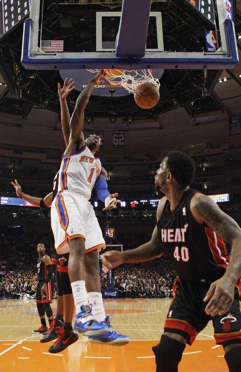 New York Knicks' Amare Stoudemire (1) dunks the