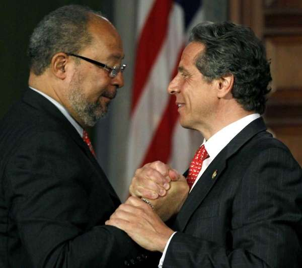New York Gov. Andrew Cuomo, right, shakes hands