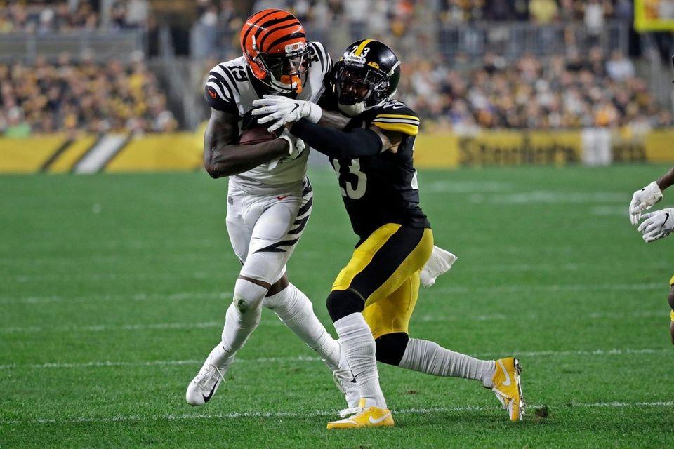 Cincinnati Bengals wide receiver Auden Tate is tackled