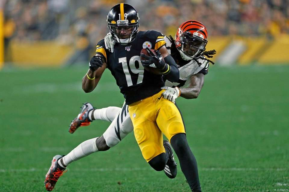 Pittsburgh Steelers wide receiver JuJu Smith-Schuster is tackled