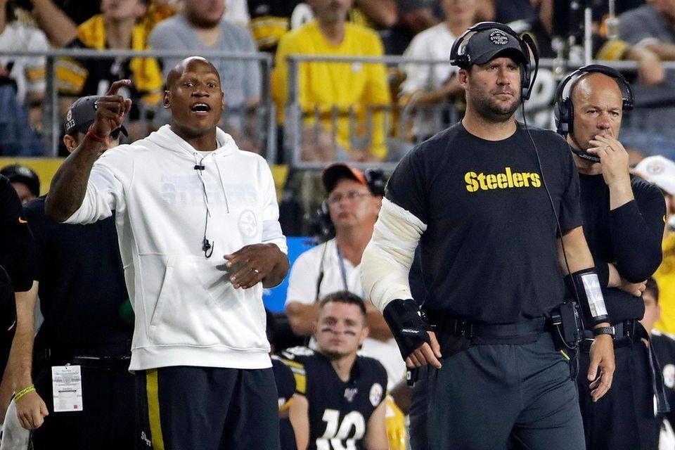 Injured Pittsburgh Steelers quarterback Ben Roethlisberger, second from