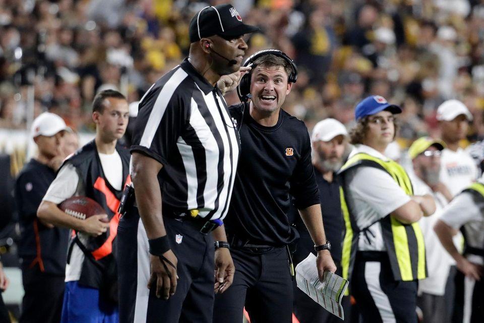 Cincinnati Bengals head coach Zac Taylor, right center,