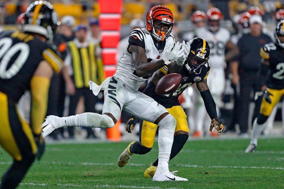 Cincinnati Bengals wide receiver Auden Tate cannot hang
