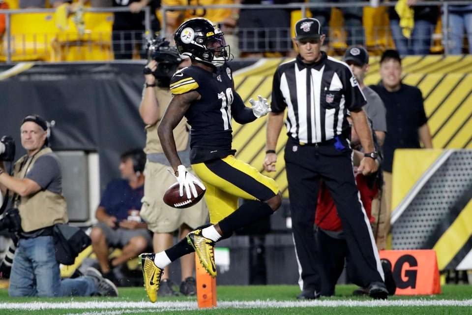 Pittsburgh Steelers wide receiver Diontae Johnson crosses the