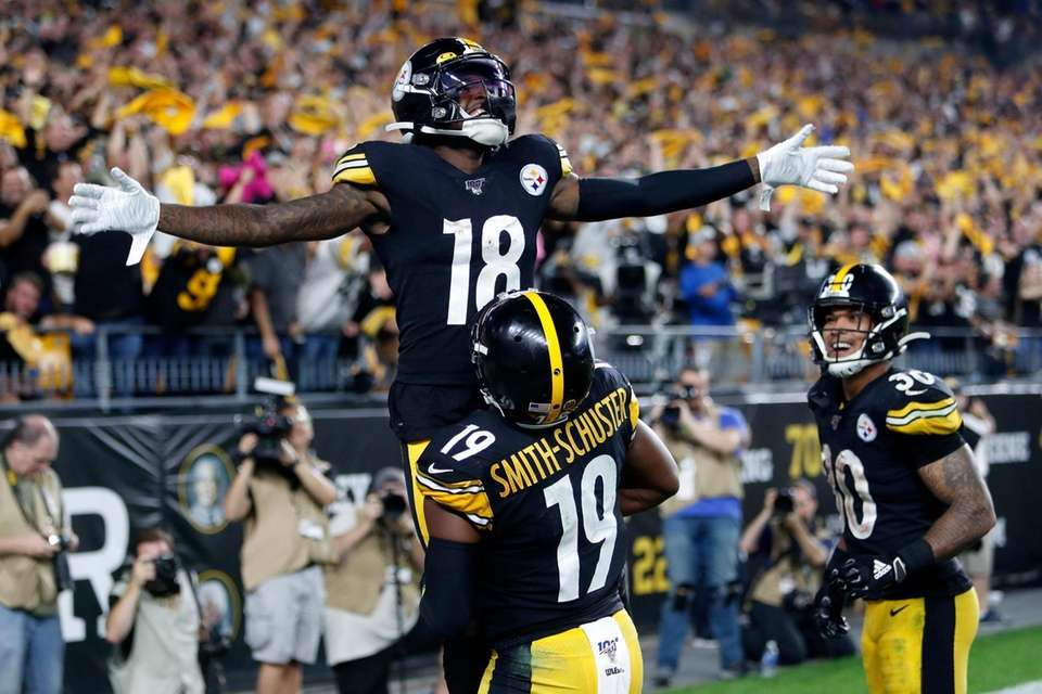 Pittsburgh Steelers wide receiver Diontae Johnson celebrates with