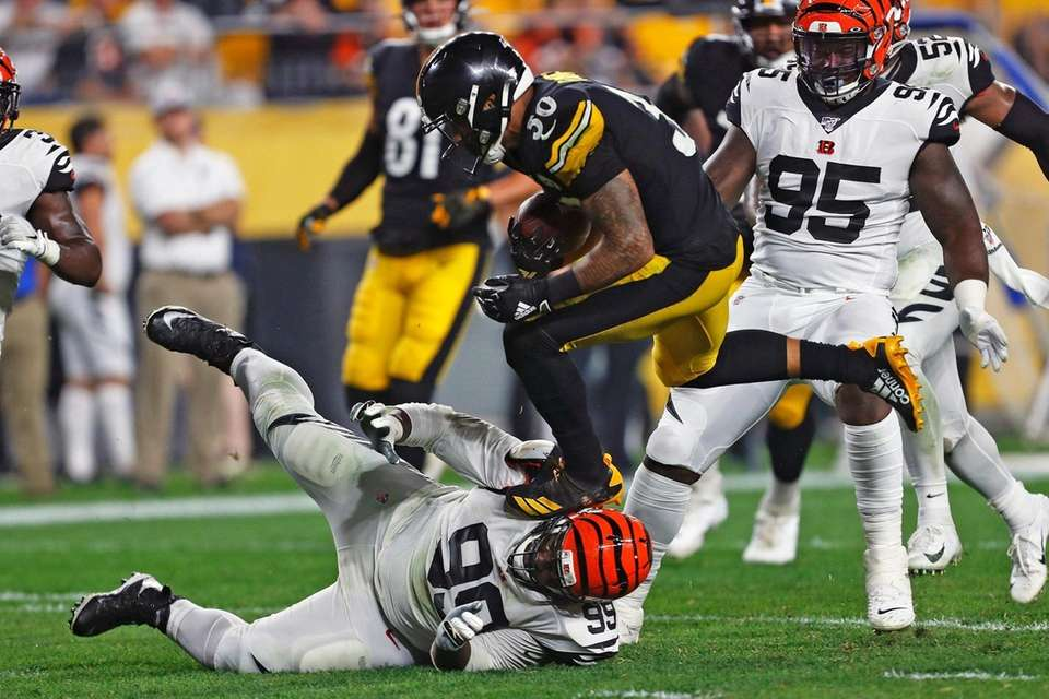 Pittsburgh Steelers running back James Conner runs over
