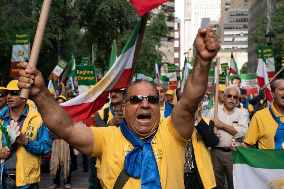 Members of the Organization of Iranian American Communities