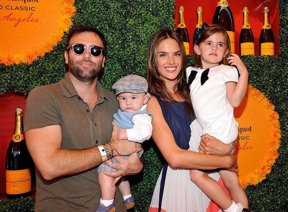 Parents: Alessandra Ambrósio and Jamie Mazur Children: Noah,