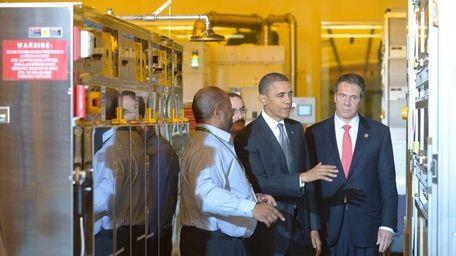 President Barack Obama tours the College of Nanoscale