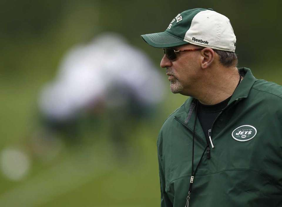 Jets offensive coordinator Tony Sparano coaches during the