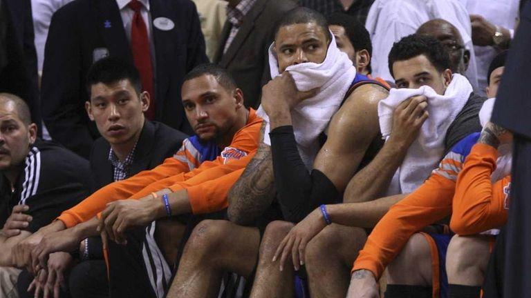 New York Knicks' Jeremy Lin, left, sits on