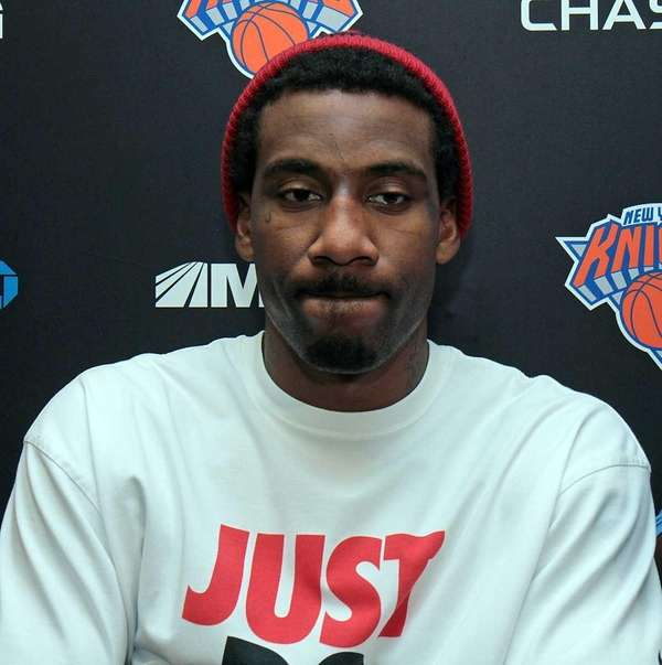 Knicks power forward Amar'e Stoudemire talks to the