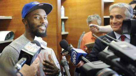 Jets wide receiver Santonio Holmes talks to the