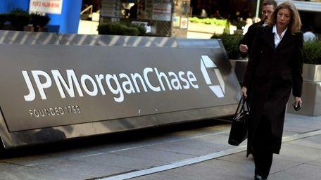 Pedestrians walk past the JP Morgan Chase headquarters