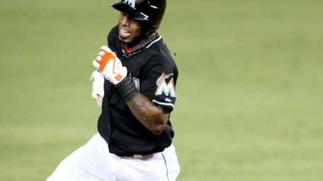 Jose Reyes rounds second base on his way