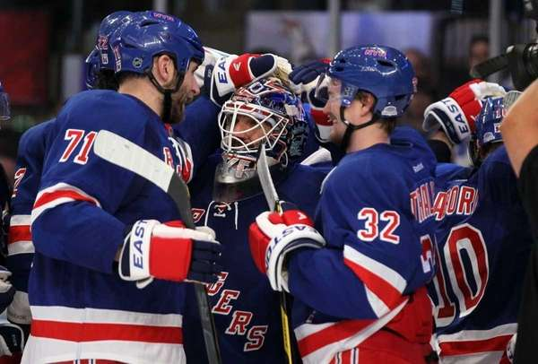 Henrik Lundqvist celebrates after defeating the Washington Capitals